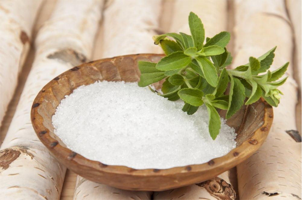 Ksylitol to zdrowy zamiennik cukru produkowany z brzozy.